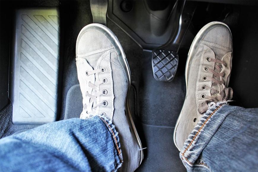 ¿Por qué debería revisar los frenos de mi coche?