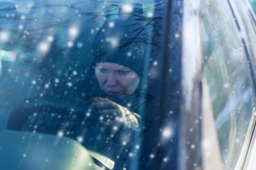 ¿Por qué le cuesta arrancar a mi coche con el frío?