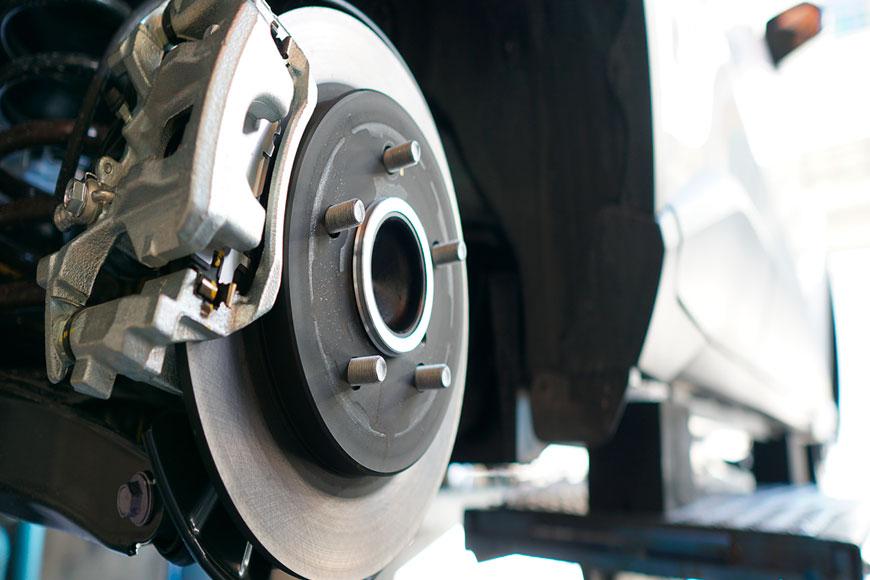 Síntomas que indican el desgaste de los frenos de tu coche